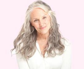 Cindy Josef, a ex-maquiadora que virou modelo e agora criou a Boom! uma linha de maquiagem especial para mulheres que querem poder experimentar sua beleza...sem artifícios! Conheça o site da marca aqui: http://www.boombycindyjoseph.com Não são incríveis os cabelos dela?